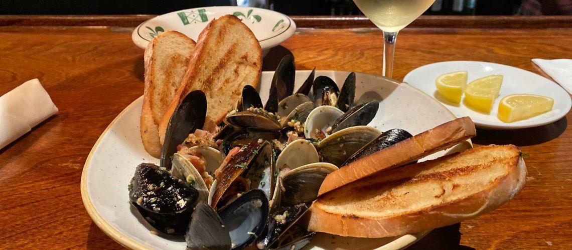 effinas-downtown-mussels